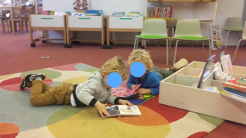 on se détend à la bibliothèque